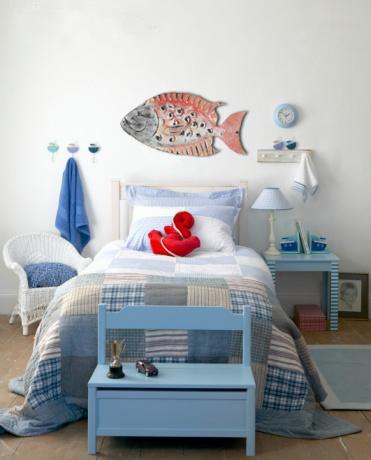 p-610-redfishsculptureoverbed